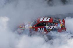 Sieger Kyle Busch, Joe Gibbs Racing, Toyota
