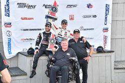 Yarış galibi Santiago Urrutia, Schmidt Peterson Motorsports, 2. André Negrao, Schmidt Peterson Motorsports, Sam Schmidt
