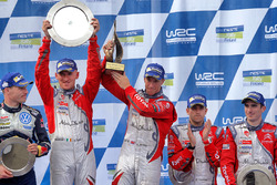 Les vainqueurs Kris Meeke, Paul Nagle, Citroën DS3 WRC, Abu Dhabi Total World Rally Team, et les 3e Craig Breen, Scott Martin, Citroën DS3 WRC, Abu Dhabi Total World Rally Team