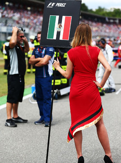 La grid girl di Sergio Perez, Sahara Force India F1
