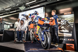 Mika Kallio, Sebastian Risse, Pit Beirer et Mike Leitner dévoilent la KTM MotoGP