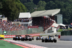 Lewis Hamilton, Mercedes AMG F1 W07 Hybrid bij de start