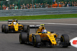Jolyon Palmer, Renault Sport F1 Team RS16 leads Kevin Magnussen, Renault Sport F1 Team RS16