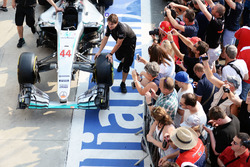 Mercedes AMG F1 W07 Hybrid of Lewis Hamilton, Mercedes AMG F1 pushed pass fans in the pits