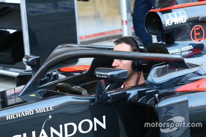 McLaren Halo'yu test ediyor