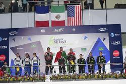LMP2 podio: primer lugar Ricardo Gonzalez, Filipe Albuquerque, Bruno Senna, RGR Sport by Morand, segundo lugar Gustavo Menezes, Nicolas Lapierre, Stéphane Richelmi, Signatech, tercer lugar Ryan Dalziel, Pipo Derani, Christopher Cumming, Extreme Speed Motor