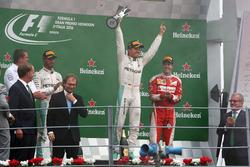 Podium: 2. Lewis Hamilton, Mercedes AMG F1; Sieger Nico Rosberg, Mercedes AMG F1; 3. Sebastian Vettel, Ferrari