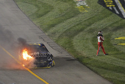 Crash: Tony Stewart, Stewart-Haas Racing, Chevrolet