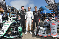 Campeón de la Indy lights  Ed Jones con Simon Pagenaud, Team Penske Chevrolet, Will Power, Team Penske Chevrolet en Pier 39