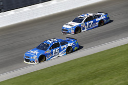 Clint Bowyer, HScott Motorsports Chevrolet, Ricky Stenhouse Jr., Roush Fenway Racing Ford