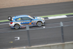 #100 Rob Collard, Team JCT600 with GardX, BMW 125i MSport