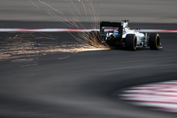 Valtteri Bottas, Williams FW38 sends sparks flying