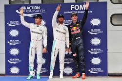 Nico Rosberg, Mercedes AMG F1, tweede; Lewis Hamilton, Mercedes AMG F1, pole; Max Verstappen, Red Bull Racing, derde