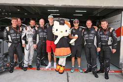 Nico Hulkenberg y Sahara Force India F1, Sergio Pérez, Sahara Force India F1 con Hello Kitty y miembros del equipo