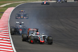 Ромен Грожан, Haas F1 Team VF-16, блокує колеса під час гальмування