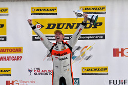 Şampiyon #52 Gordon Shedden, Halfords Yuasa Racing, Honda Civic Type R