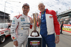 Craig Lowndes, Triple Eight Race Engineering Holden met de Peter Brock Trophy