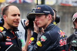 Max Verstappen, Red Bull Racing con Gianpiero Lambiase, Red Bull Racing ingeniero en la parrilla