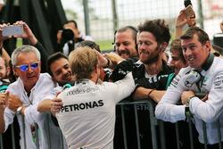 Ніко Росберг, Mercedes AMG F1 святкує перемогу у закритому парку