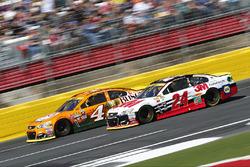 Kevin Harvick, Stewart-Haas Racing, Chevrolet; Chase Elliott, Hendrick Motorsports, Chevrolet
