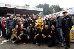 Salvador Tineo Arroyo mit seinem Team