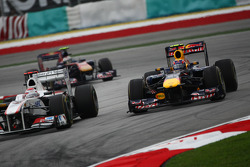 Kamui Kobayashi, Sauber F1 Team and Mark Webber, Red Bull Racing