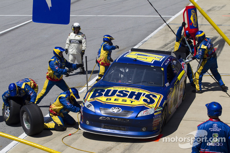 Pit stop for Bobby Labonte, JTG Daugherty Racing Toyota