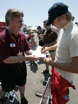 Ryan Dalziel signs autographs
