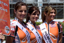 The lovely Miss Molson Indy 2005 top-3 finishers