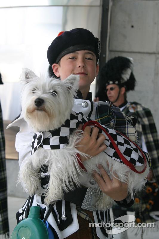 Un jeune membre du Indianapolis 500 Gordon Pipers