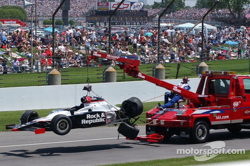 La voiture endommagée de Tomas Scheckter