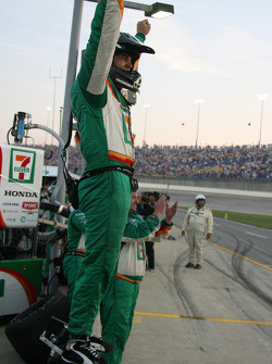 Tony Kanaan's crew celebrates
