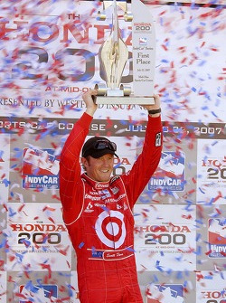 Scott Dixon takes the victory