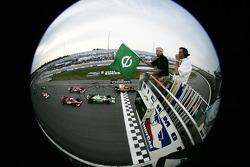 Start: Dario Franchitti leads