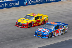 Kurt Busch, Penske Racing Dodge and Bobby Labonte, JTG Daugherty Racing Toyota