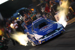 Robert Hight launches for second qualifying run