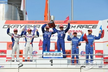 GT500 podium: winners Tsugio Matsuda and Joao Paulo de Oliveira, second place Takuya Izawa and Naoki Yamamoto, third place Toshihiro Kaneishi and Koudai Tsukakoshi