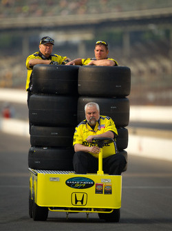 Sarah Fisher Racing team members on pitlane