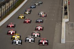 Старт:  Джозеф Ньюгарден та Брайан Клаусон, Sam Schmidt Motorsports та Стефан Вілсон, Andretti Motorsport очолюють пелотон