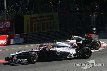 Pastor Maldonado, Williams F1 Team and Lewis Hamilton, McLaren Mercedes crash