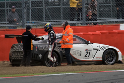 #21 Sumo Power GT Nissan GT-R GT1: Jamie Cambell-Walter, David Brabham is involved in a incident