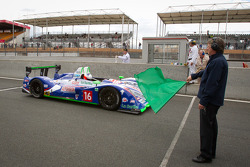 #16 Pescarolo Team Pescarolo Judd: Emmanuel Collard, Christophe Tinseau, Julien Jousse takes the green flag