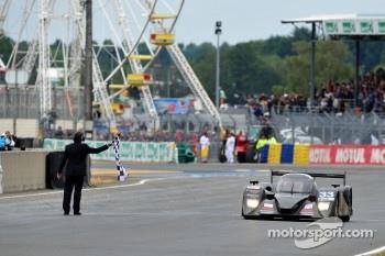 #33 Level 5 Motorsports Lola Coupe-Honda Performance Development: Scott Tucker, Christophe Bouchut, Joao Barbosa take Le Mans checkered flag