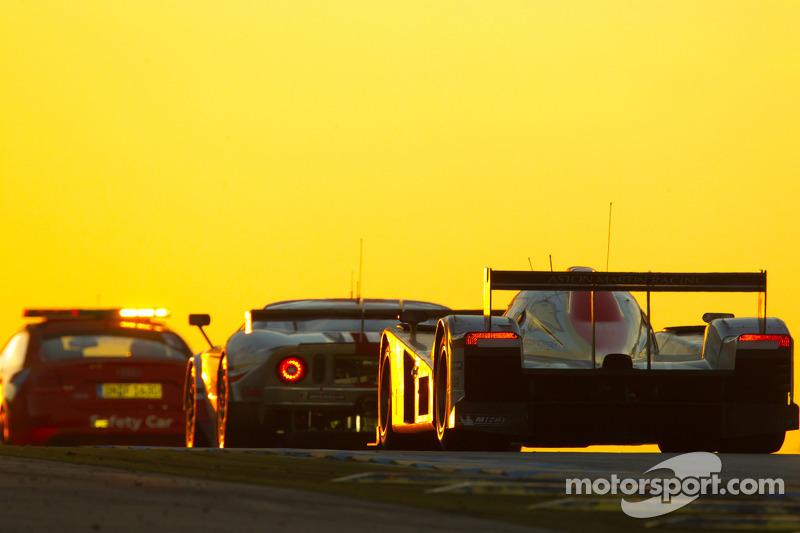 2011 год. Экипаж Ванины Икс, Максима Мартена и Баса Лейндерса, Lola-Aston Martin B09/60