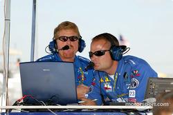 Dreyer & Reinbold crew members