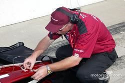 Mo Nunn Racing crew member