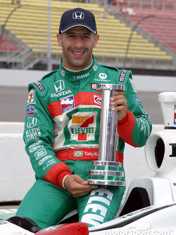 Pole winner Tony Kanaan celebrates with his team