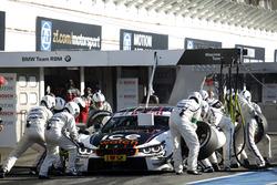 Boxenstopp: Tom Blomqvist, BMW Team RBM, BMW M4 DTM