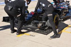 Fernando Alonso, McLaren MP4-31, ala delantera
