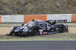 #12 Eurointernational Ligier JSP3 - Nissan: Rik Breuke, Andrea Dromedari, im Kiesbett